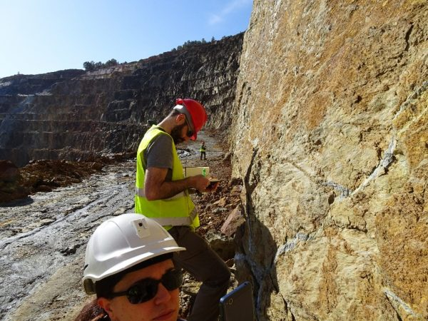 Field work in the Pyrite Belt: Geologists develop geological maps, take samples, make structural measurements and collect samples. This work is the basis for the successful interpretation of all the geochemical and geophysical techniques used in the NEXT project